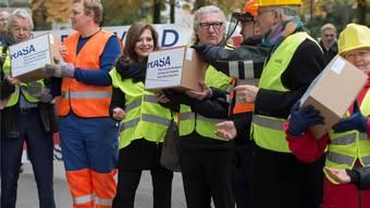 «Raus aus der Sackgasse»: Rasa-Aktivisten deponierten bei der Bundeskanzlei 110 000 Unterschriften. Lukas Lehmann/Keystone