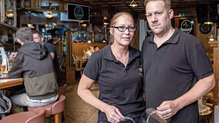 Anita Rüegg und Mario Kundert bestärkt der Rückhalt ihrer Gäste: Über 500 Leute haben eine von ihnen lancierte Petition unterschrieben. Dies ist das erste anonyme Schreiben der Anwohnerschaft, welches nach der Eröffnung des Hammer Pub Restaurant Ende August 2018 an die Fenster des Lokals angeschlagen war.