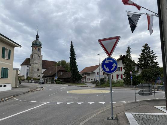 Der provisorische Kreisel beim Gemeindehaus wird zukünftig nicht mehr Teil des Verkehrs in Deitingen sein.