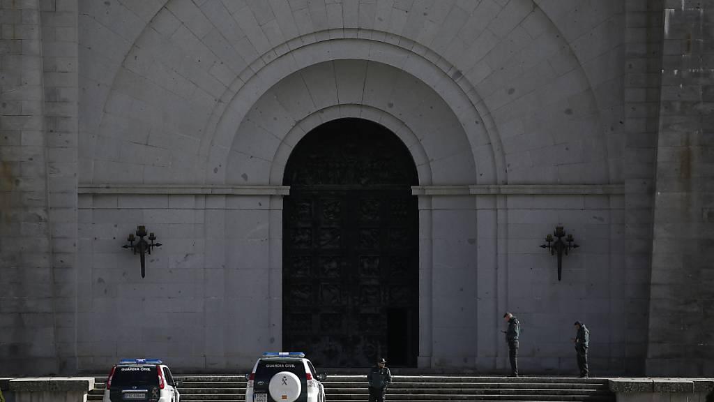 Der spanische Diktator Franco soll am heutigen Donnerstag von seiner bisherigen Ruhestätte im Mausoleum «Valle de los Caídos» bei Madrid (Bild) umgebettet werden. (Archivbild)