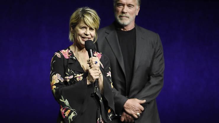 """Linda Hamilton und Arnold Schwarzenegger standen für """"Terminator: Dark Fate"""" gemeinsam vor der Kamera. (Photo by Chris Pizzello/Invision/AP)"""