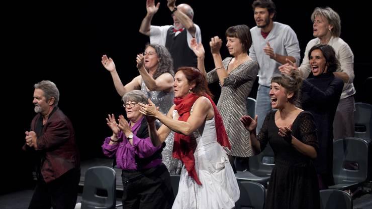 Der Klatsch-Chor animierte das Publikum während der Vorstellung «Clap»  zum Mitklatschen.