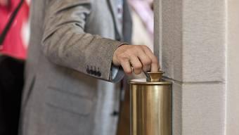 In den USA soll ein Priester Säcke voll mit Kollektengeld aus Kirchen gestohlen haben. (Symbolbild)