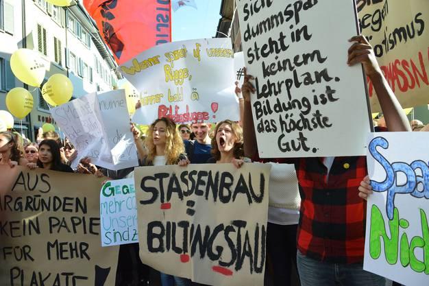 Kundgebung der Baselbieter Personalverbände vor dem Landratsgebäude in Liestal gegen die Sparpläne.