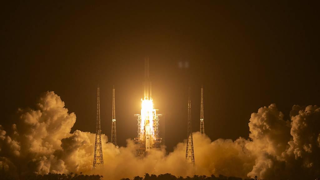 Chinas Mondflug erfolgreich gestartet - Forscher hoffen auf Gestein