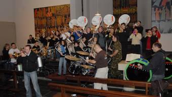 Guggen probten in der kath. Kirche Gebenstorf für den Fasnachtsgottesdienst 2007.wal