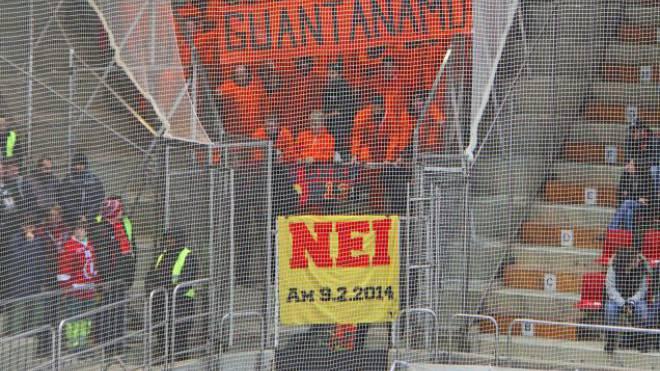 SC-Bern-Fans demonstrieren in Lausanne gegen «Guantánamo».