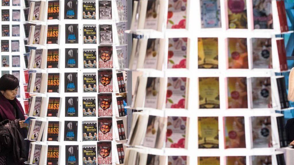 Die diesjährige, stark politische Frankfurter Buchmesse hat etwa gleich viele Besucher angezogen wie im letzten Jahr.