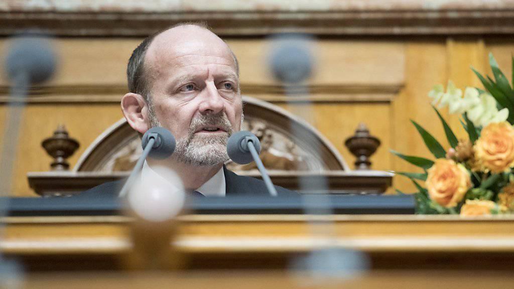 Nationalratspräsident Dominique de Buman (CVP/FR) hat eine Aktion der SVP im Nationalratssaal kritisiert. Diese feierte vor Beginn der Sessionsverhandlungen das 25-Jahr-Jubiläum des EWR-Neins. (Archiv)