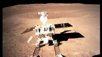 """Hat die ersten Spuren auf der Rückseite des Mondes hinterlassen: der chinesische Roboter """"Jadehase 2"""" ist für eine Erkundungstour losgerollt."""