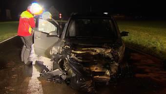 Am Freitagabend kam es auf der Hauptstrasse 13 in Guntmadingen zu einem Verkehrsunfall mit drei Personenwagen. Dabei wurden zwei Personen leicht und eine Person schwer verletzt.