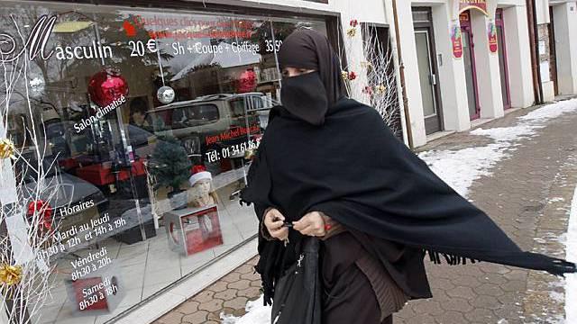 Eine Burka-Trägerin in Frankreich