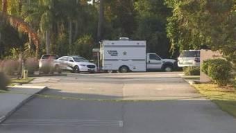 Die Polizei von DeBary untersucht den angeblichen Tatort.