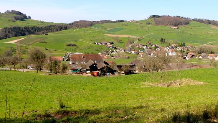 Der Hof Maiberg in Hemmiken ist bedroht von der weiter oben liegenden, überfüllten Deponie Wischberg.