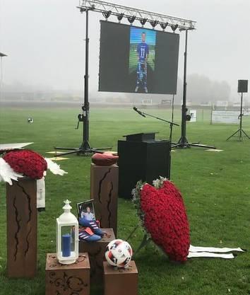 Gedenkfeier für Yanick Gloor auf dem Platz des FC Bellach.