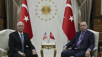Mike Pence (links) und Recep Tayyip Erdogan.