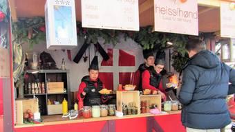 An diesem Stand des Zürcher Weihnachtsdorfes bietet «Heissihønd» den Edel-Hotdog an. Sabina Galbiati