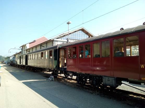 Mit dieser Komposition war der Dampfbahn Verein Zürcher Oberland am 24. September 2016 zu Gast in Olten. Mit dabei auch der SWS Oa/O 74102. Bild: Historic Schlieren