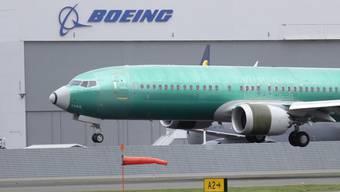 Eine Boeing 737 Max-8 startet für einen Testflug vom Boeing Flugfeld in Seattle, USA.