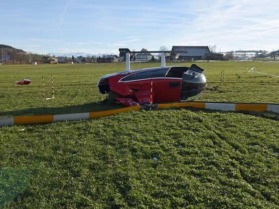Beromünster LU, 16. Januar: Kurz nach dem Start ist der Motor eines Helikopters ausgestiegen. Bei der Gleitlandung blieb der Heli mit einer Kufe im Boden stecken und kippte. Verletzt wurde niemand. Der Schaden beträgt 700'000 Franken.