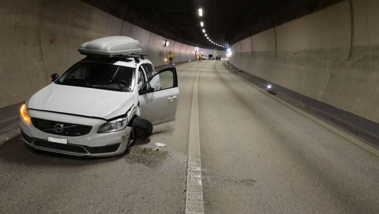 Im Chienbergtunnel bei Sissach geriet ein Auto leicht auf die Gegenfahrbahn und streifte einen anderen Wagen.