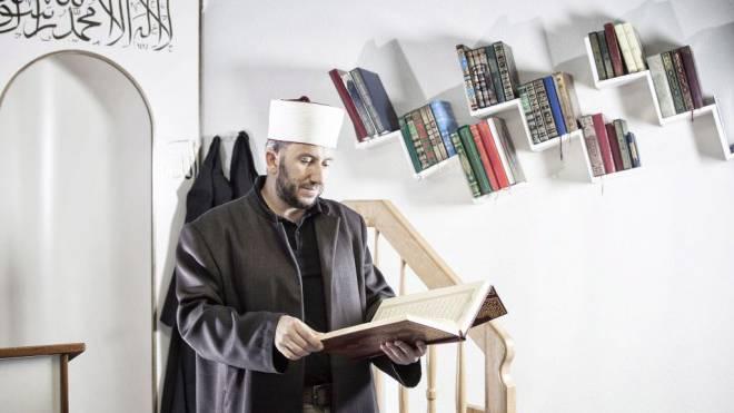 Imam Bekim Alimi in der Moschee von Wil SG. Foto: Tanja Demarmels