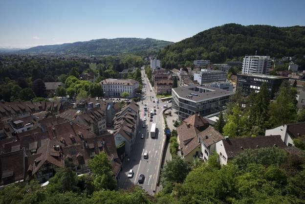 Der Schulhausplatz in Baden wird bald saniert. Braucht es darüber hinaus noch einen Umfahrungstunnel?