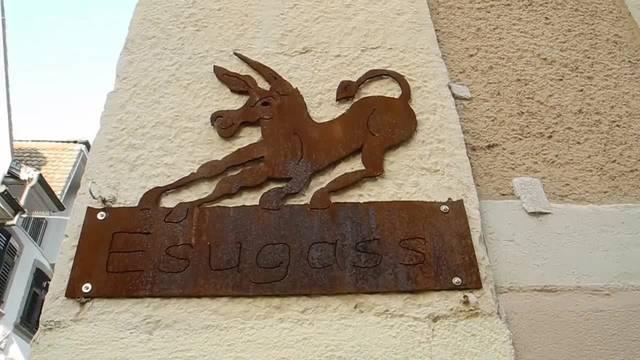 Hilari 2018 in der Stadt Solothurn: Die Rathausgasse wird abgeschraubt und durch einen Esel ersetzt