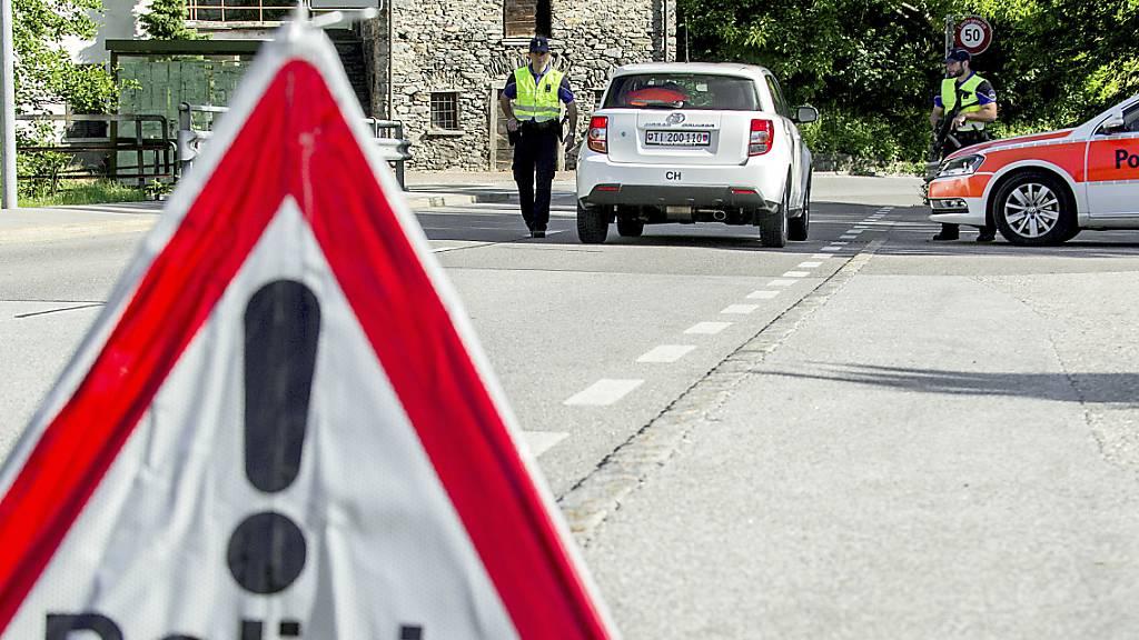 Erst der Schuss aus einer Polizeiwaffe konnte einen flüchtigen Autodieb in Chiasso endgültig stoppen. (Symbolbild)