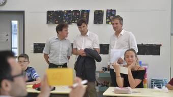 v.l.: Gesamtschulleiter Hubert Bläsi, Stadtpräsident François Scheidegger und Schulleiter Mark Widmer.