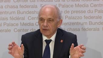 Bundesrat Ueli Maurer informierte am Mittwochnachmittag über neue Massnahmen, die den wirtschaftlichen Schaden für die Schweiz in der Corona-Krise abfedern sollen.