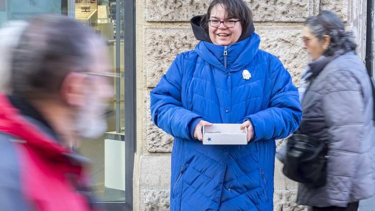Eva Teuscher an ihrem Stammplatz in der Freien Strasse.
