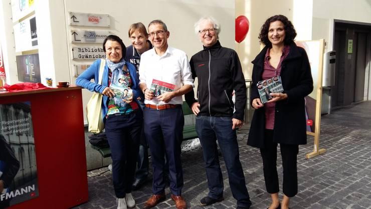 Yvonne Feri, Urs Hofmann und Gabriela Suter mit den Vorstandsmitgliedern der SP Gränichen André Muhmenthaler und Franz Suter