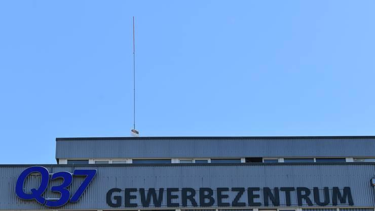 Geht's nach der Swisscom, sollen zwei 5G-Antennen auf dem Gewerbezentrum «Q37» zu stehen kommen