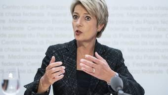 Bundesrätin Karin Keller-Sutter bei einer Medienkonferenz