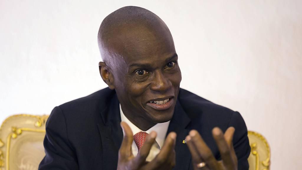ARCHIV - Jovenel Moise, Präsident von Haiti, spricht während eines Interviews in seinem Büro. Moise ist in der Nacht in seiner Residenz überfallen und tödlich verletzt worden. Foto: Dieu Nalio Chery/AP/dpa