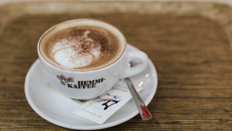 Kaffee enthält praktisch keine Energie. Aufgrund seines fehlenden Nährwerts leistet er somit keinen Beitrag zur Nahrungsenergieversorgung.