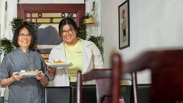Vietnamesische Spezialitäten mitten in Wettingen: Christine Le (r.) und Mutter Banh im Restaurant Äntli.