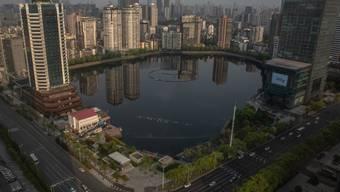 Blick auf Wuhan am Dienstag -  der Ursprungsort der Corona-Pandemie ist wieder geöffnet worden.