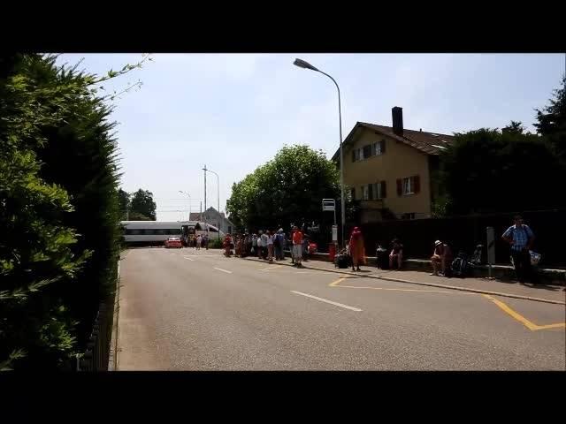 Passagiere warten nach Personenunfall in Subingen auf den Ersatzbus