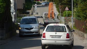 Schon zu «normalen» Zeiten fahren zahlreiche Autos durch die Habsburgstrasse – bei Feierabendverkehr sind es noch mehr.