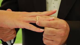 Verschiedene Beurkundungsverfahren wie die Ehevorbereitung sind in den letzten Jahren komplexer und aufwändiger geworden. Dies möchte der Regierungsrat bei den Gebühren entsprechend berücksichtigt sehen. (Archiv)