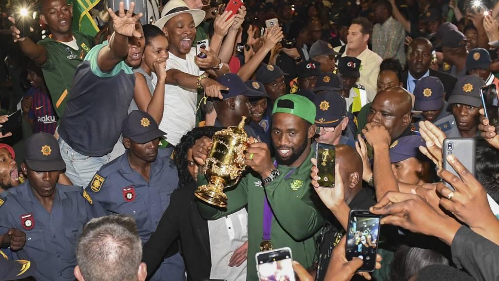 Südafrikas Rugby-Weltmeister erleben bei ihrer Rückkehr in die Heimat einen begeisternden Empfang