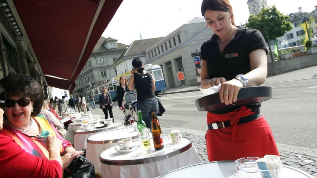 Im ersten Quartal 2020, vor dem ersten Lockdown, haben drei von vier Studierenden in der Schweiz gejobbt - beispielsweise in der Gastronomie. Aber danach? (Symbolbild)