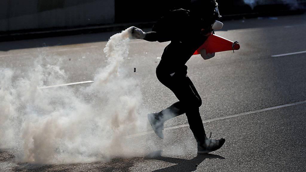Erhöhte Sicherheitsvorkehrungen und eine Warnung an Flugreisende: Hongkong erwartet am Wochenend eine neue Protestwelle. (Archivbild)