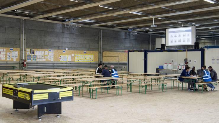 Prototyp für den Asyl-Notfallplan: Das temporäre Bundesasylzentrum auf dem Waffenplatz in Thun BE. (Archivbild)