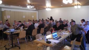 Gut 40 Personen aus dem Thal wollten im Pfarreisaal in Laupersdorf mehr über die Mobilität der Zukunft erfahren und diskutierten anschliessend darüber.