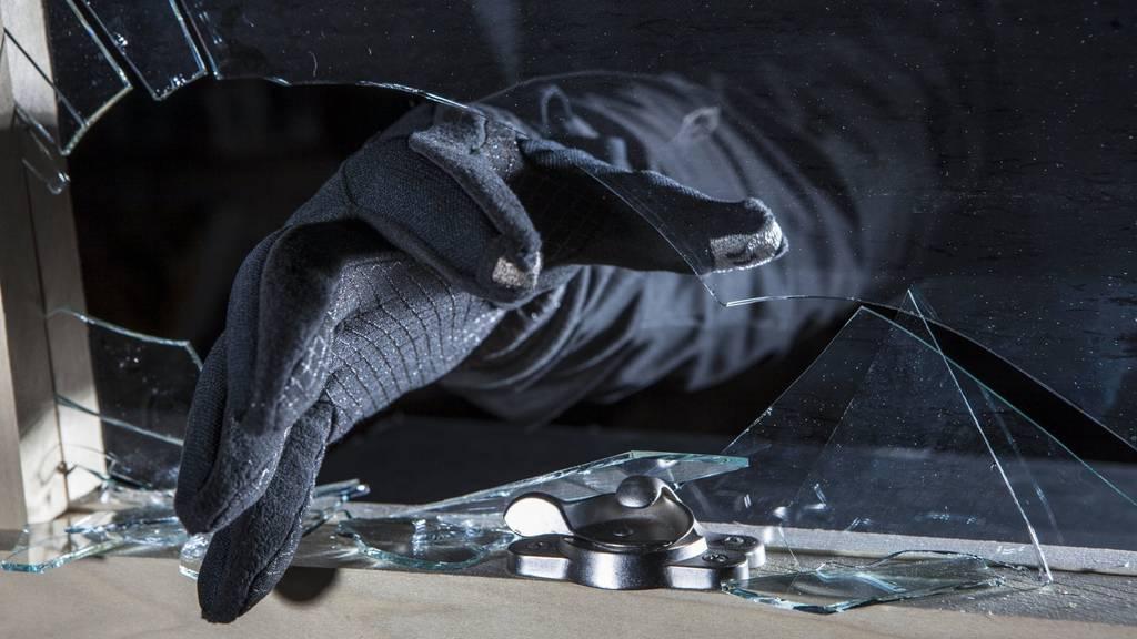 Eine Einbrecherin oder ein Einbrecher hat in Wittenbach gleich doppelt zugeschlagen. (Symbolbild)