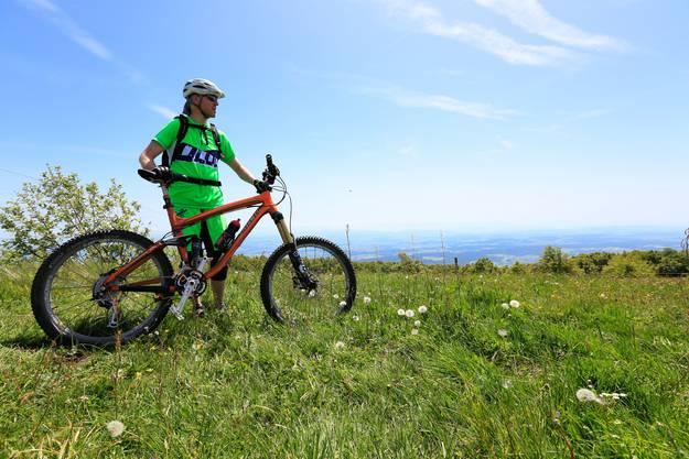 Mit dem Mountainbike ging es für manchen über Stock und Stein ...