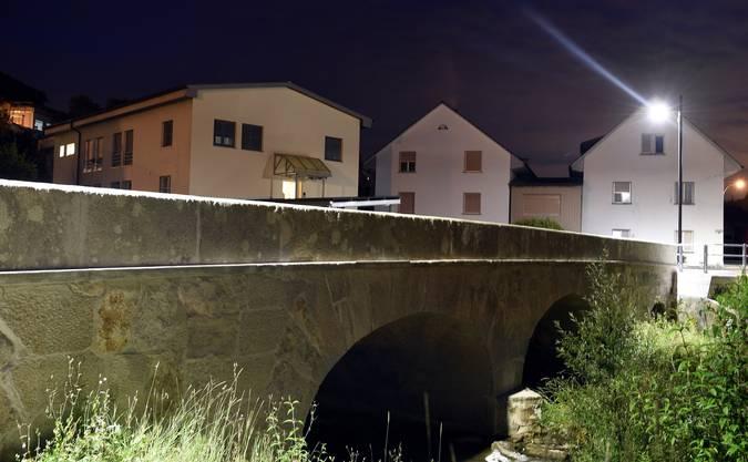 Die Brücke in der Nacht.